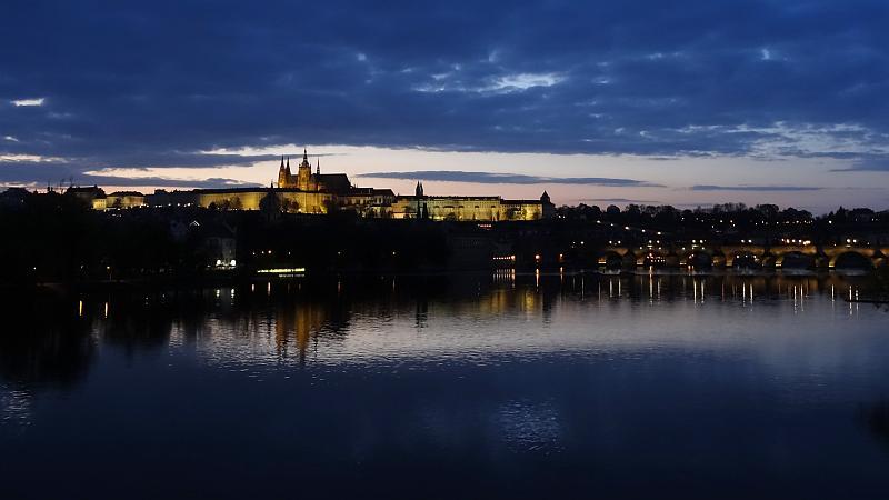 Blick auf die Prager Burg von der Brücke der Legionen