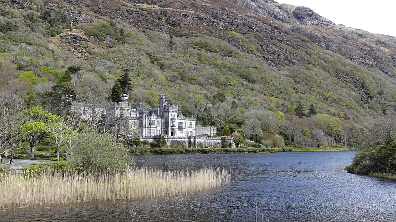 Die Kylemore Abbey in Connemara