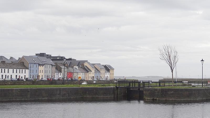 Die Uferpromenade von Galway
