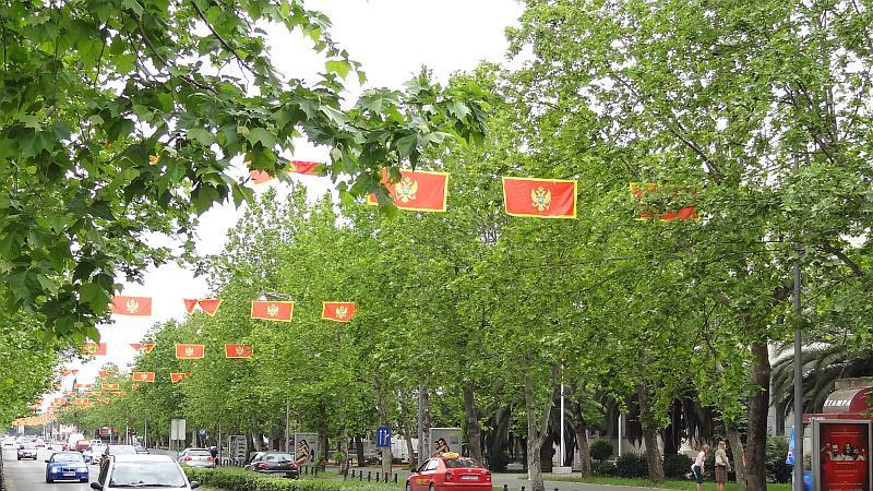 Flaggen in den Straßen von Podgorica