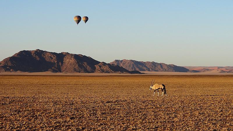 Heißluftballons über dem Sossusvlei