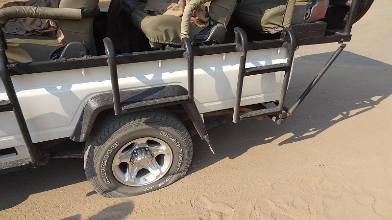 Reifenpanne im Chobe-Nationalpark