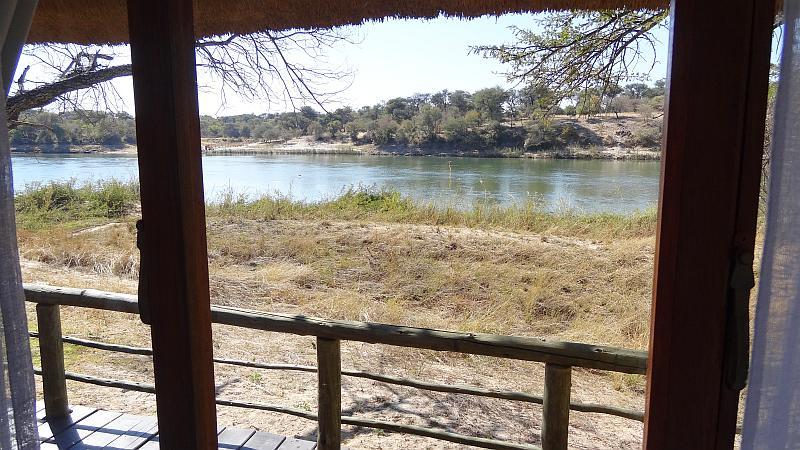 Angolablick am Okavango