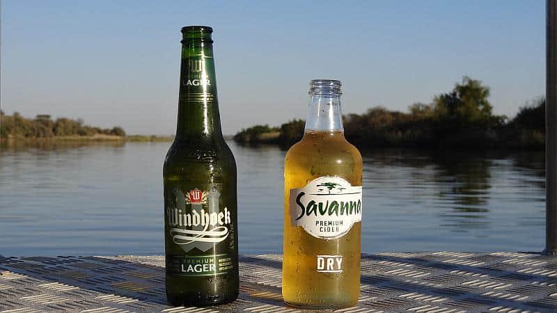 Sundowner am Okavango