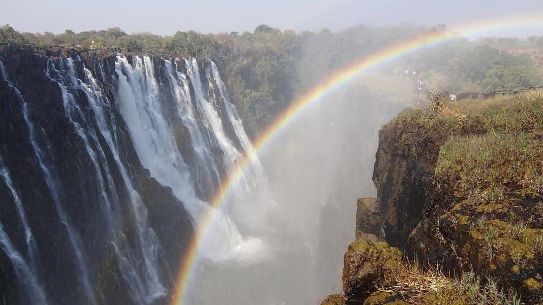 Regenbogen an den Victoria-Fällen