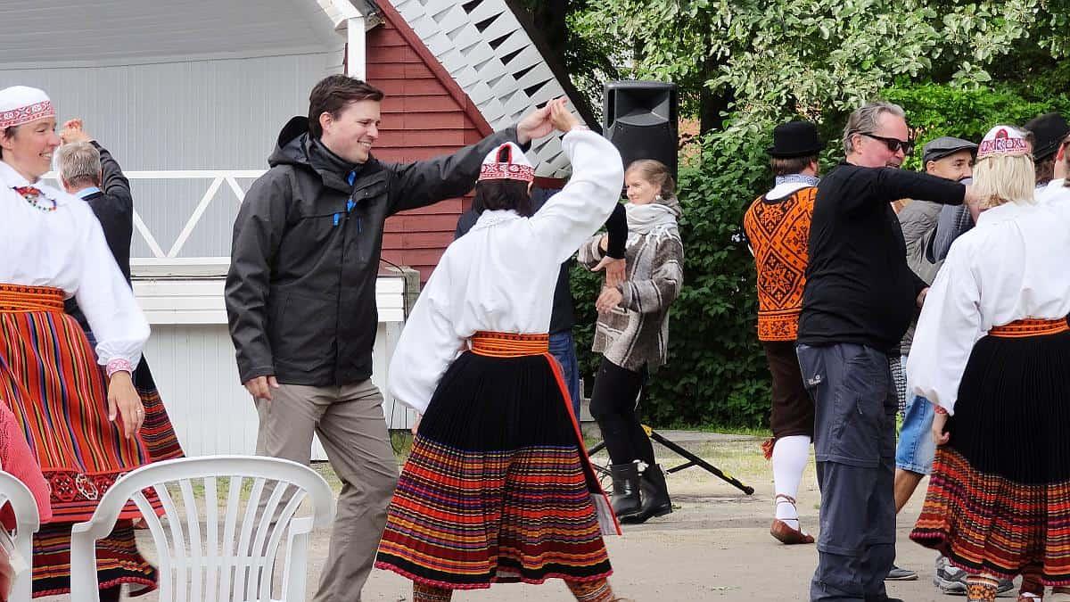 Volkstanz auf Saaremaa - Roadtrip durchs Baltikum
