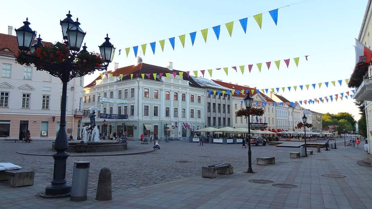 Rathausplatz Tartu - Roadtrip durchs Baltikum