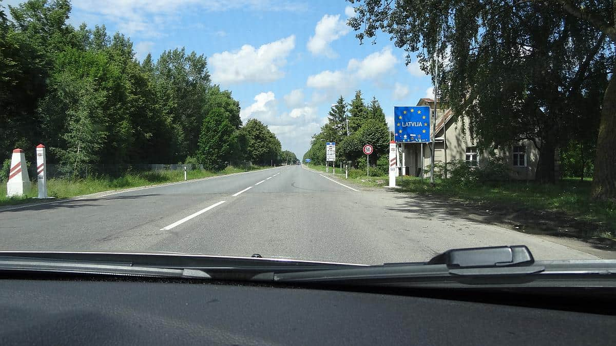 Grenzübergang Lettland - Roadtrip durchs Baltikum