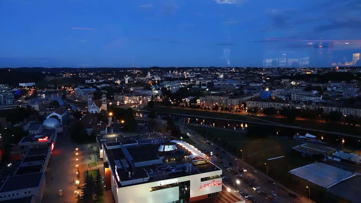 Nächtlicher Blick von der Skybar Vilnius
