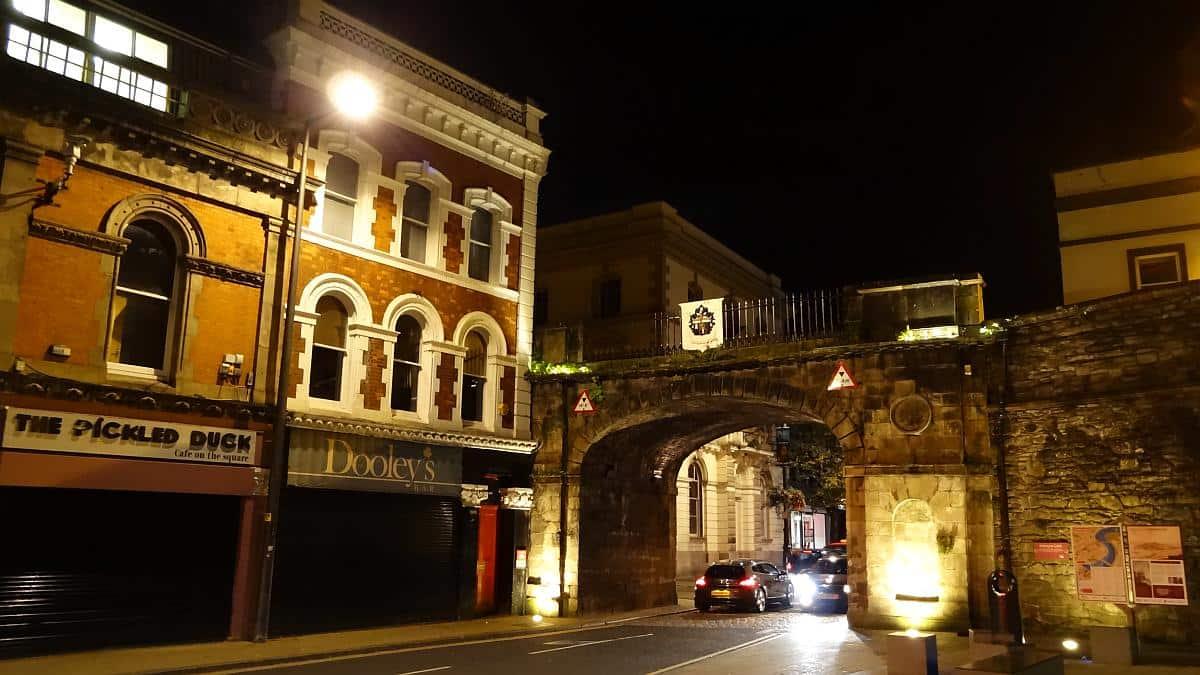 Stadtmauer Derry, Nordirland in zwei Tagen