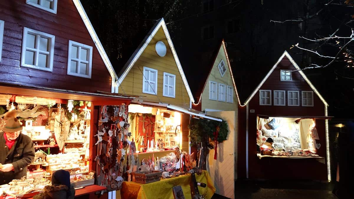 Weihnachtshütten auf dem Gösser Advent in Wels