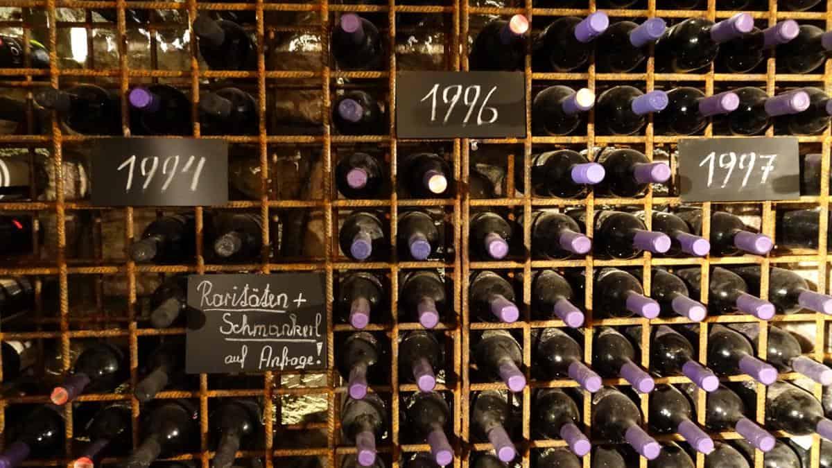 Jahrgangsweine im Weinkeller, Purbach
