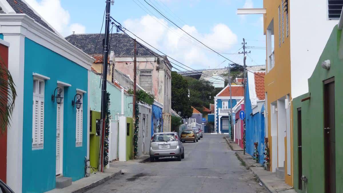 Teilrestaurierte Gasse in Otrabanda