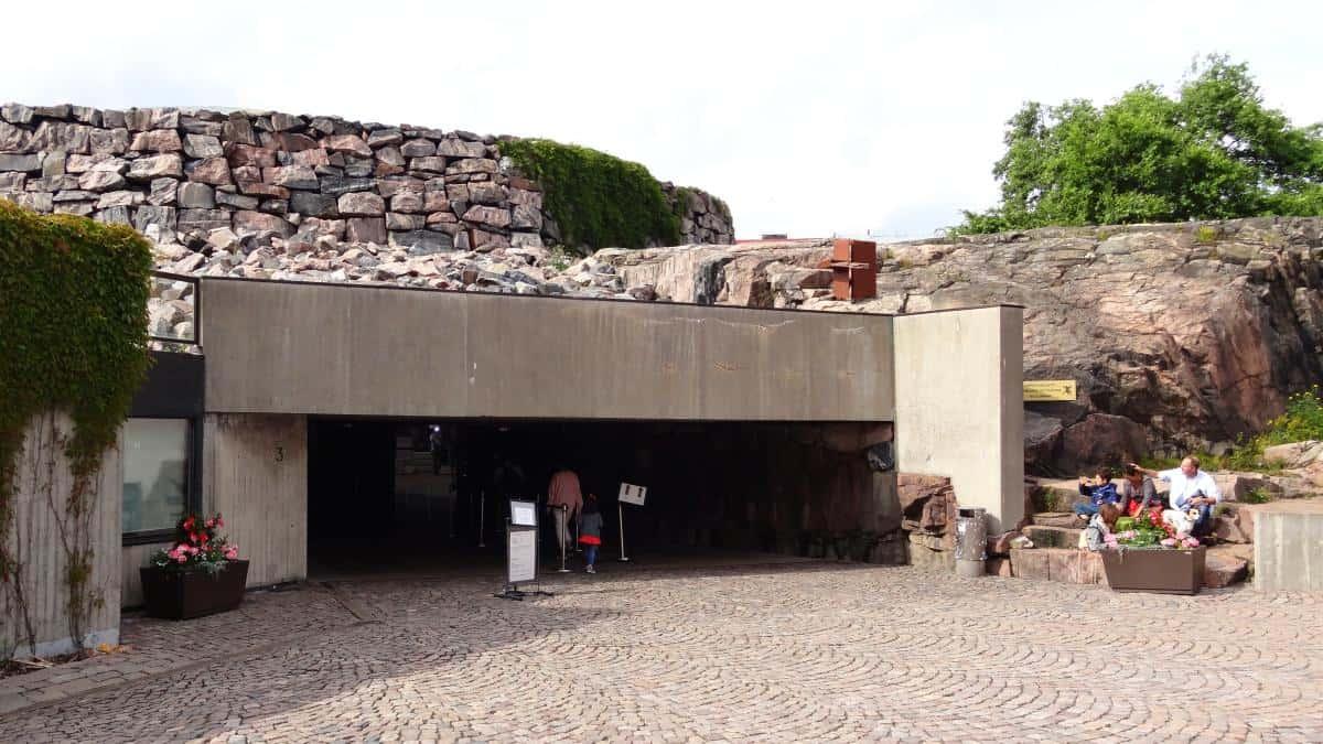 Eingang zur Felsenkirche