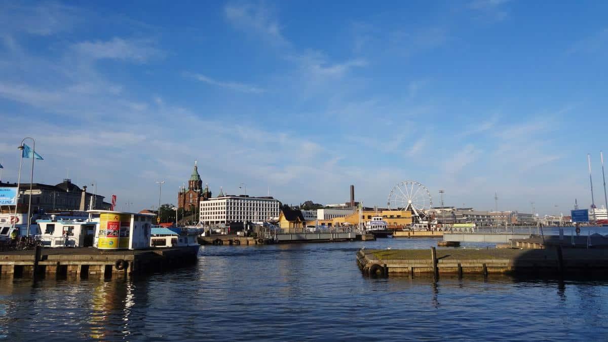 Uferpromenade mit Blick auf die Uspenski-Kathedrale
