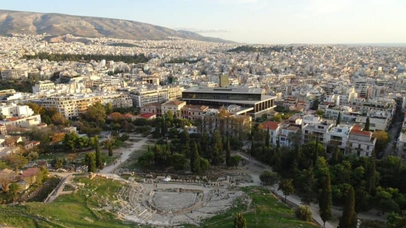 Blick aufs Dionysos-Theater und das Akropolismuseum