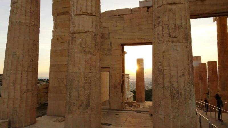 Massive Säulen der Propyläen