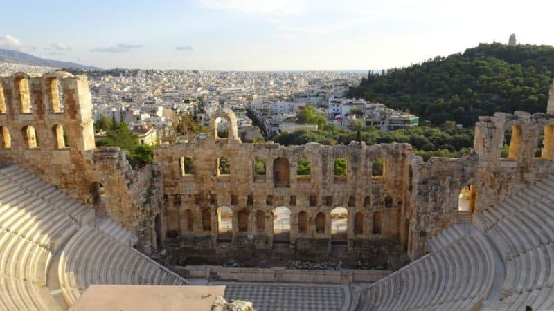 Odeon des Herodes Atticus mit Blick über Athen