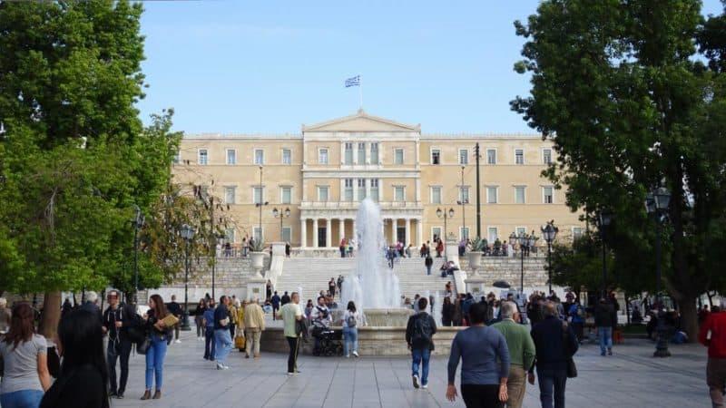 Griechisches Parlament auf dem Syntagma-Platz in Athen