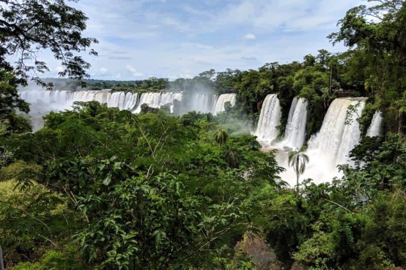 Aussicht auf die Iguazu-Wasserfälle vom Paseo Superior