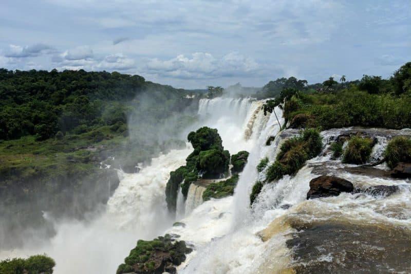 Blick über die Abbruchkante des Salto Mbiga