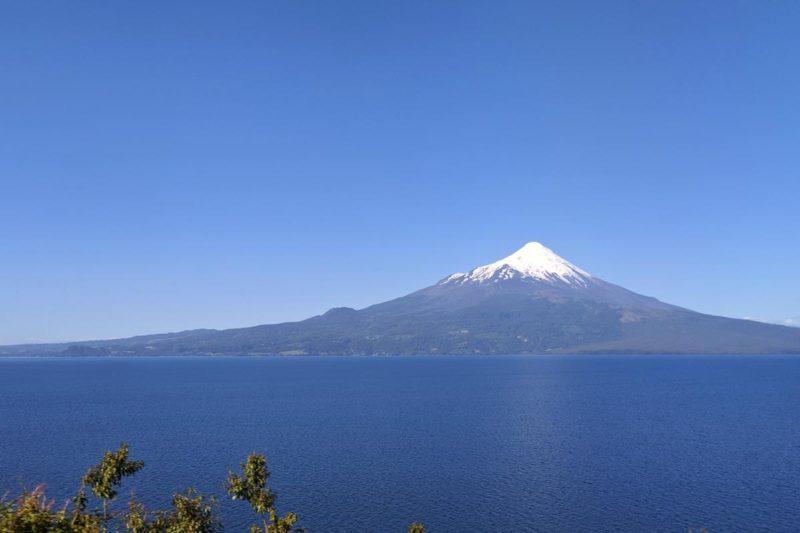 Blick auf den Osorno vom anderen Seeufer