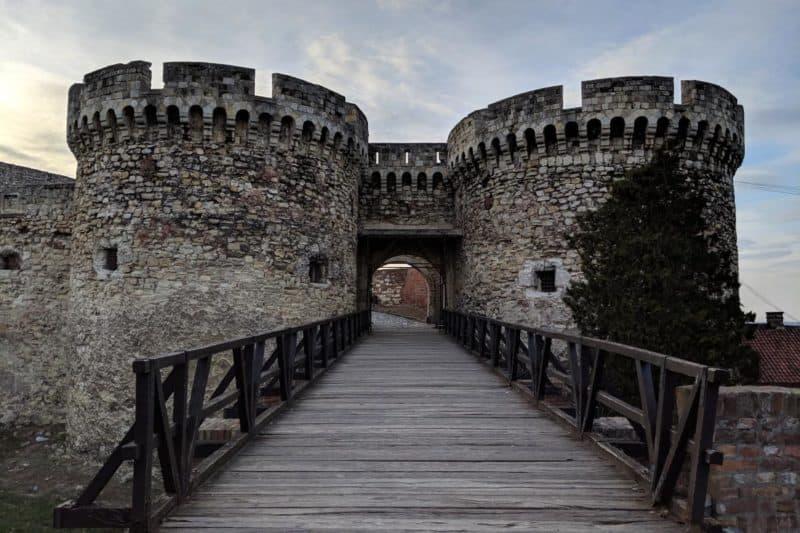 Die zwei Türme des Zindan-Tors