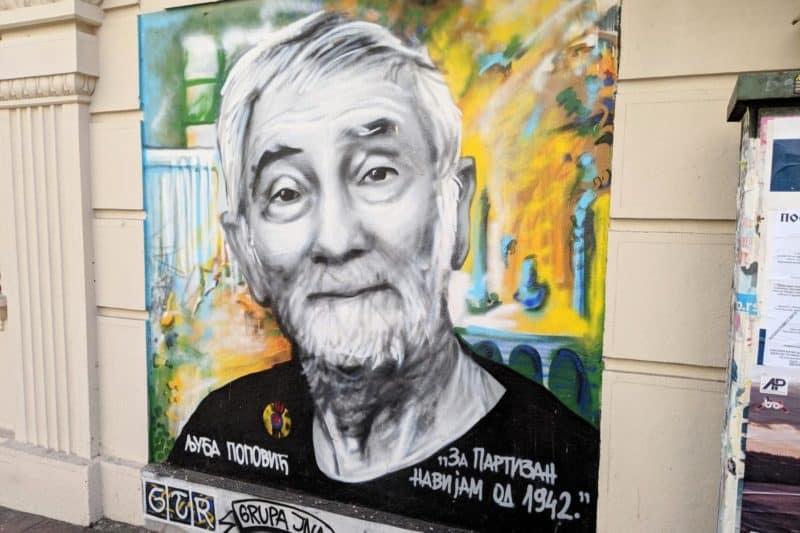Ein Streetart-Porträt von einem Künstler