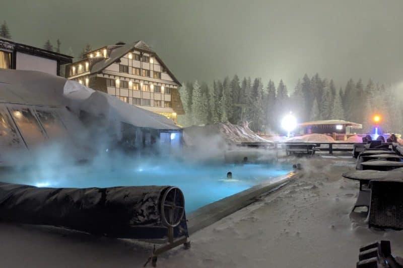 Außenpool im Grand Hotel in Kopaonik