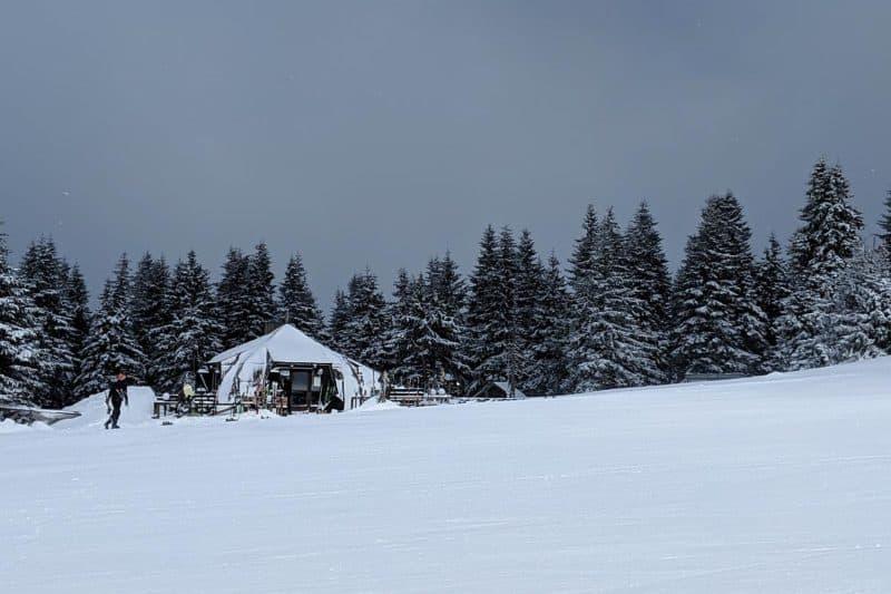 Skihütte entlang der Piste in Kopaonik