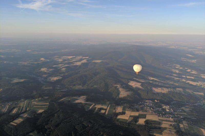 Aussicht über das Burgenland. Im Vordergrund der zweite Ballon.