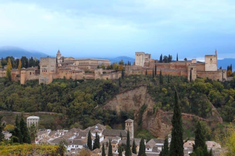 Blick auf die Alhambra in Granada, Andalusien