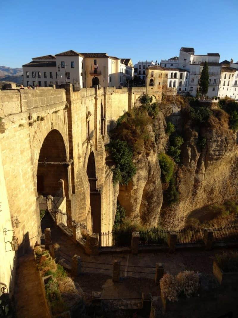 Blick auf die Puente Nuevo in Ronda, Andalusien