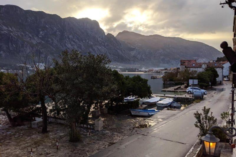 Morgendliche Aussicht auf die Bucht von Kotor