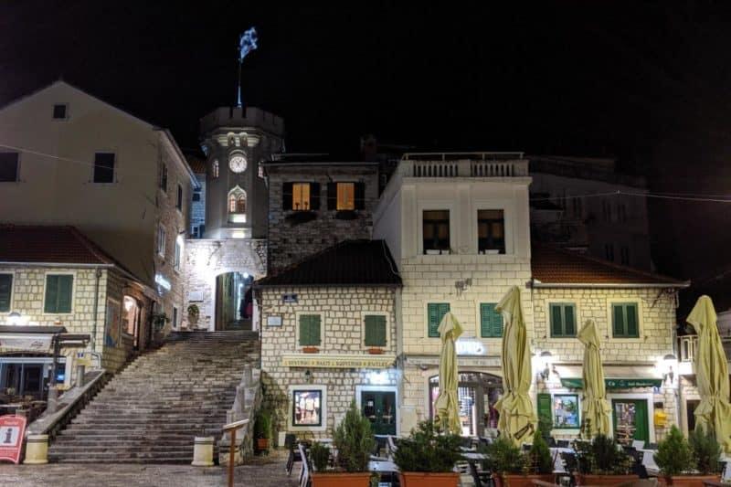 Altstadt von Herceg Novi mit Uhrturm