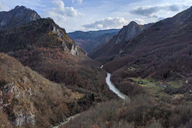 Blick in die Tara-Schlucht von der Đurđevića-Tara-Brücke