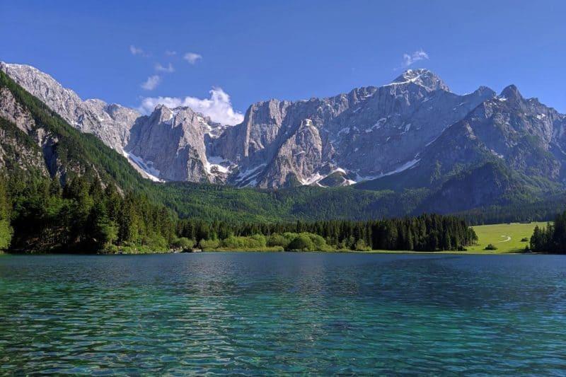 Bergpanorama über dem Lago di Fusine superiore