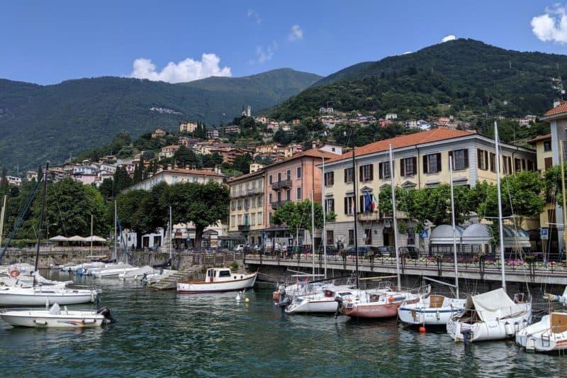 Die Uferpromenade von Bellano am Comer See