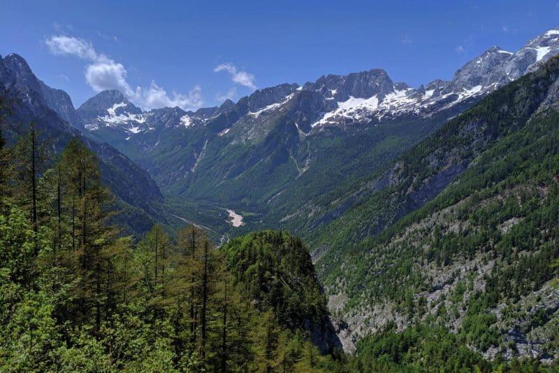 Aussichtspunkt auf dem Vršičpass mit Bergpanorama