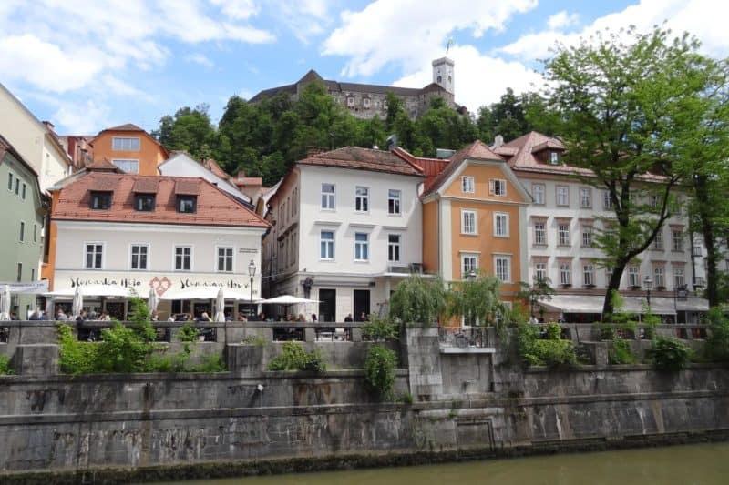 Bunte Häuser an der Uferpromenade der Ljubljanica