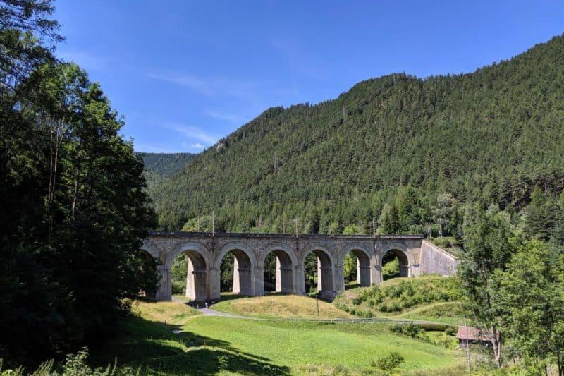 Seitlicher Blick auf das Adlitzgraben-Viadukt