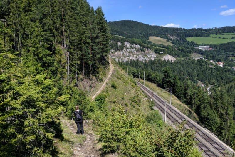 Bahnwanderweg Semmering entlang der Gleise