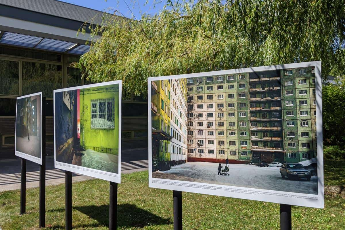 Bilder aus Norilsk auf Stelzen im Park