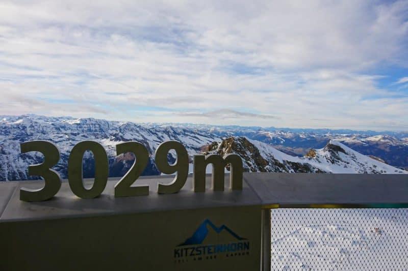 Aussicht über die umliegenden Berggipfel von der Aussichtsplattform Top of Salzburg