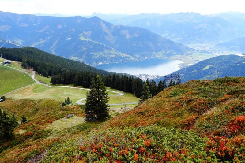 Aussicht vom Sonnkogel auf den Zeller See und die herbstliche Landschaft