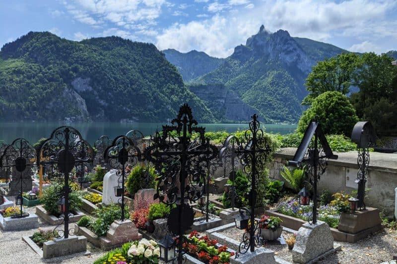 Blick auf den Traunsee vom Friedhof in Traunkirchen - Seen im Salzkammergut